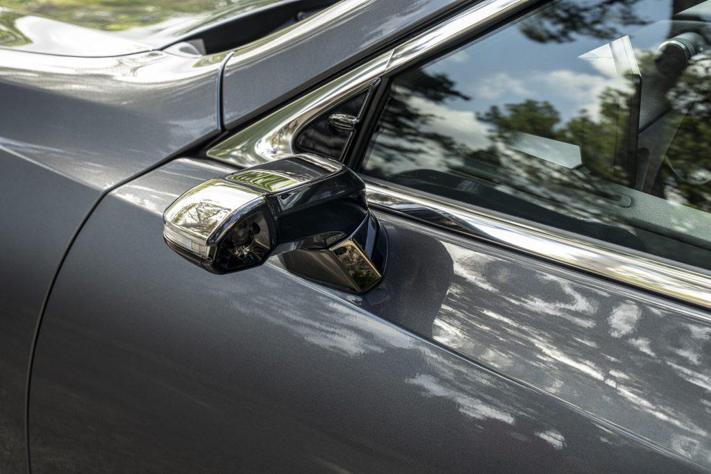 Lexus ES 300h (European specification model shown)